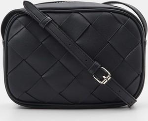 Czarna torebka Sinsay średnia na ramię