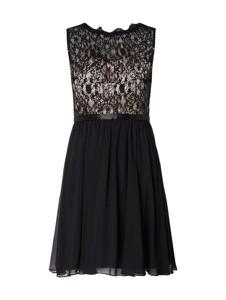 Czarna sukienka Laona rozkloszowana w stylu glamour z szyfonu
