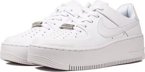 d8152365207004 Buty sportowe Nike sznurowane w sportowym stylu
