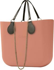 Różowa torebka O Bag do ręki w stylu casual