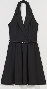 Czarna sukienka Mohito z dekoltem w kształcie litery v