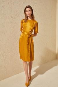 Żółta sukienka Trendyol prosta z krótkim rękawem