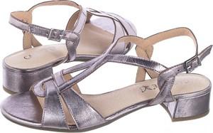 Różowe sandały Caprice ze skóry w stylu casual