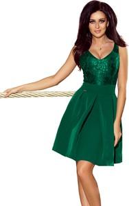 Zielona sukienka NUMOCO na ramiączkach rozkloszowana