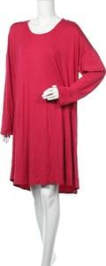 Czerwona sukienka Chris & Carol z okrągłym dekoltem w stylu casual mini