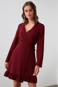 Sukienka Trendyol z dekoltem w kształcie litery v z długim rękawem kopertowa