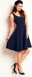Niebieska sukienka Awama na ramiączkach rozkloszowana