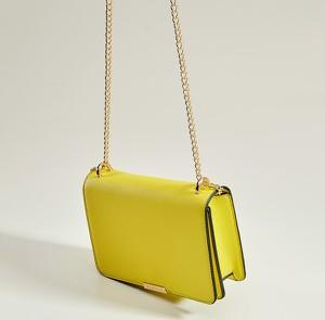 f6a19e6fb9d0b Żółta torebka Mohito w stylu glamour mała na ramię