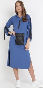Niebieska sukienka born2be prosta w stylu casual