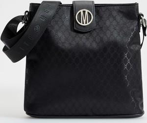 Czarna torebka Mohito na ramię z kolorowym paskiem z tłoczeniem
