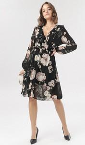 Sukienka born2be z dekoltem w kształcie litery v trapezowa z długim rękawem