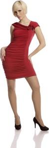 Czerwona sukienka Fokus z dzianiny dopasowana z asymetrycznym dekoltem