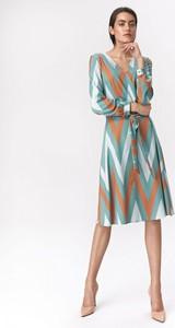 Sukienka Nife midi w stylu casual z dekoltem w kształcie litery v