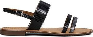 Sandały Geox z płaską podeszwą ze skóry z klamrami