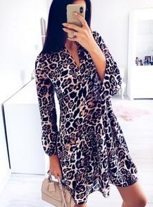 Sukienka Pakuten z dekoltem w kształcie litery v mini oversize