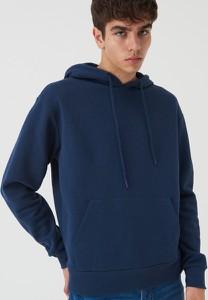 Granatowa bluza Sinsay w młodzieżowym stylu