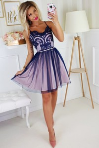 Fioletowa sukienka omnido.pl z tiulu rozkloszowana na ramiączkach