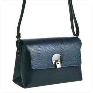 Niebieska torebka Borse in Pelle ze skóry na ramię średnia