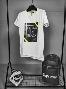 T-shirt Duuf w młodzieżowym stylu