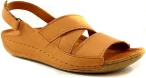 Brązowe sandały T. Sokolski na koturnie w stylu casual ze skóry