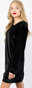 Sukienka Olika z długim rękawem z weluru
