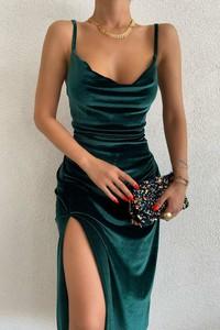 Zielona sukienka IVET z dekoltem w kształcie litery v na ramiączkach maxi