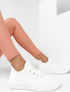 Buty sportowe born2be sznurowane z płaską podeszwą ze skóry