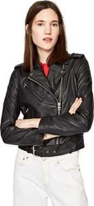 Czarna kurtka Pepe Jeans krótka ze skóry w sportowym stylu