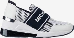 Sneakersy Michael Kors na koturnie w młodzieżowym stylu