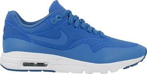 Niebieskie buty sportowe Nike w sportowym stylu