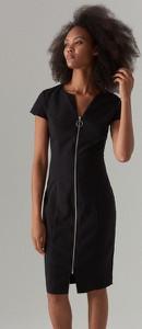 Czarna sukienka Mohito w stylu casual dopasowana