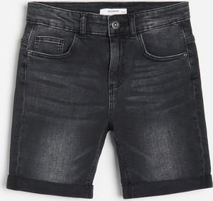 Czarne spodenki dziecięce Reserved z jeansu