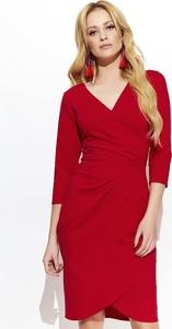 Czerwona sukienka Makadamia z dekoltem w kształcie litery v z długim rękawem