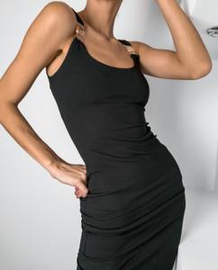 Czarna sukienka Miomodo.pl w stylu casual dopasowana z golfem