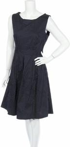 Granatowa sukienka Krisp z okrągłym dekoltem rozkloszowana bez rękawów