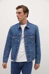 Niebieska kurtka Mango Man krótka w młodzieżowym stylu z jeansu