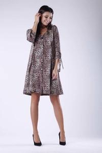 Sukienka Nommo z dekoltem w kształcie litery v mini w stylu casual