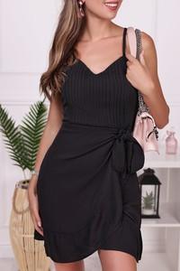 Czarna sukienka IVET na ramiączkach z dekoltem w kształcie litery v