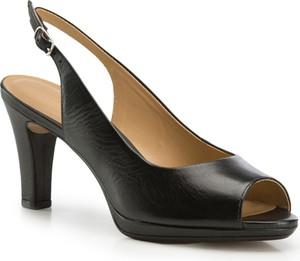 Czarne sandały wittchen na platformie w stylu klasycznym z klamrami