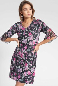 Sukienka QUIOSQUE z dekoltem w kształcie litery v z długim rękawem
