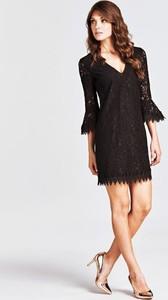 Sukienka Guess z dekoltem w kształcie litery v z bawełny z długim rękawem