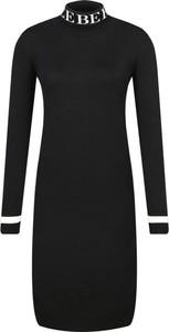 Czarna sukienka Iceberg w stylu casual z długim rękawem z golfem