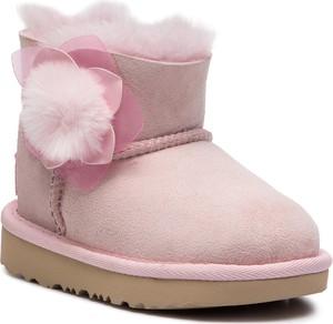 Różowe buty dziecięce zimowe UGG Australia z wełny
