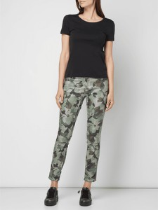 ccb2ab860bbe16 Damskie • Wzór moro. Zielone jeansy Coccara w młodzieżowym stylu