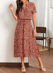 Sukienka Cikelly z krótkim rękawem midi z dekoltem w kształcie litery v
