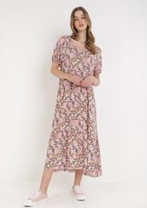 Różowa sukienka born2be z okrągłym dekoltem trapezowa z szyfonu