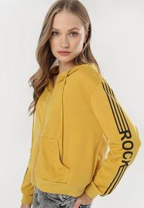 Żółta bluza born2be w młodzieżowym stylu krótka