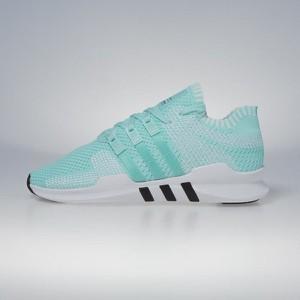 Sneakersy Adidas Originals sznurowane z płaską podeszwą w sportowym stylu