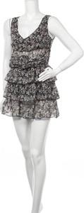 Sukienka Freesoul z dekoltem w kształcie litery v na ramiączkach