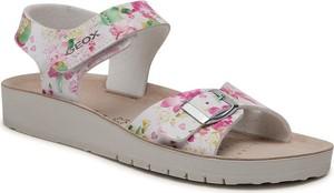 Sandały Geox z płaską podeszwą z nadrukiem w stylu casual